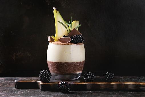 Pudding graines de chia, cacao, poire
